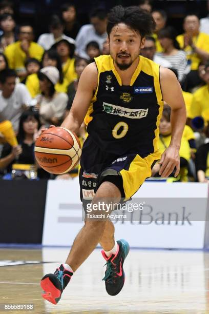 Yuta Tabuse of the Tochigi Brex dribbles the ball during the BLeague game between Tochigi Brex and Seahorses Mikawa at Brex Arena Utsunomiya on...