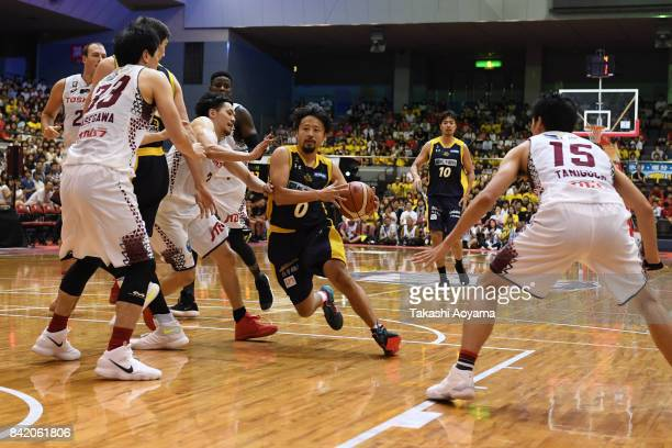 Yuta Tabuse of the Tochigi Brex drives to the basket during the BLeague Kanto Early Cup 3rd place match between Kawasaki Brave Thunders and Tochigi...