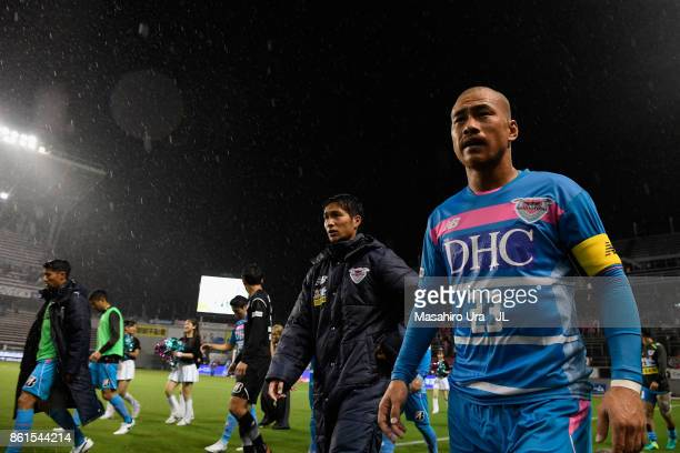 Yutaka Yoshida and Sagan Tosu players applaud supporters after their 12 defeat in the JLeague J1 match between Sagan Tosu and Cerezo Osaka at Best...