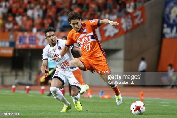 Yuto Horigome of Albirex Niigata and Mateus of Omiya Ardija compete for the ball during the JLeague J1 match between Albirex Niigata and Omiya Ardija...