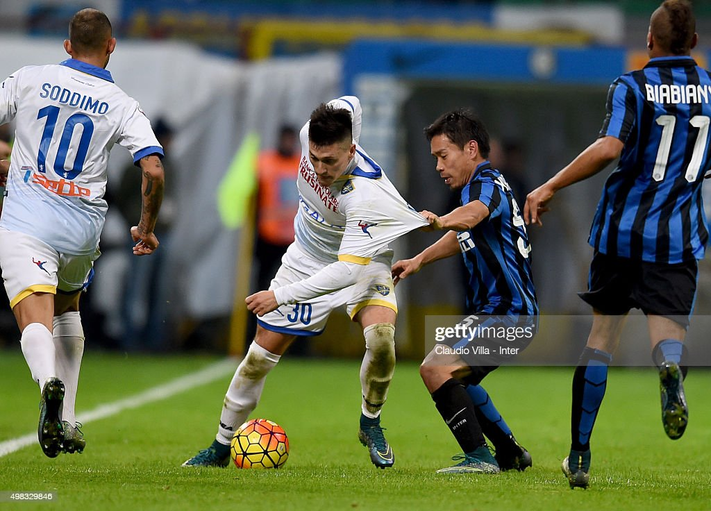 <a gi-track='captionPersonalityLinkClicked' href=/galleries/search?phrase=Yuto+Nagatomo&family=editorial&specificpeople=4320811 ng-click='$event.stopPropagation()'>Yuto Nagatomo</a> of FC Internazionale (R) and Nicolas Castillo of Frosinone Calcio compete for the ball during the Serie A match between FC Internazionale Milano and Frosinone Calcio at Stadio Giuseppe Meazza on November 22, 2015 in Milan, Italy.