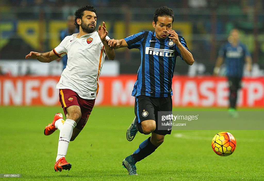 <a gi-track='captionPersonalityLinkClicked' href=/galleries/search?phrase=Yuto+Nagatomo&family=editorial&specificpeople=4320811 ng-click='$event.stopPropagation()'>Yuto Nagatomo</a> (R) of FC Internazionale Milano competes for the ball with <a gi-track='captionPersonalityLinkClicked' href=/galleries/search?phrase=Mohamed+Salah+-+Fl%C3%BCgelspieler+-+Jahrgang+1992&family=editorial&specificpeople=11263707 ng-click='$event.stopPropagation()'>Mohamed Salah</a> (L) of AS Roma during the Serie A match between FC Internazionale Milano and AS Roma at Stadio Giuseppe Meazza on October 31, 2015 in Milan, Italy.