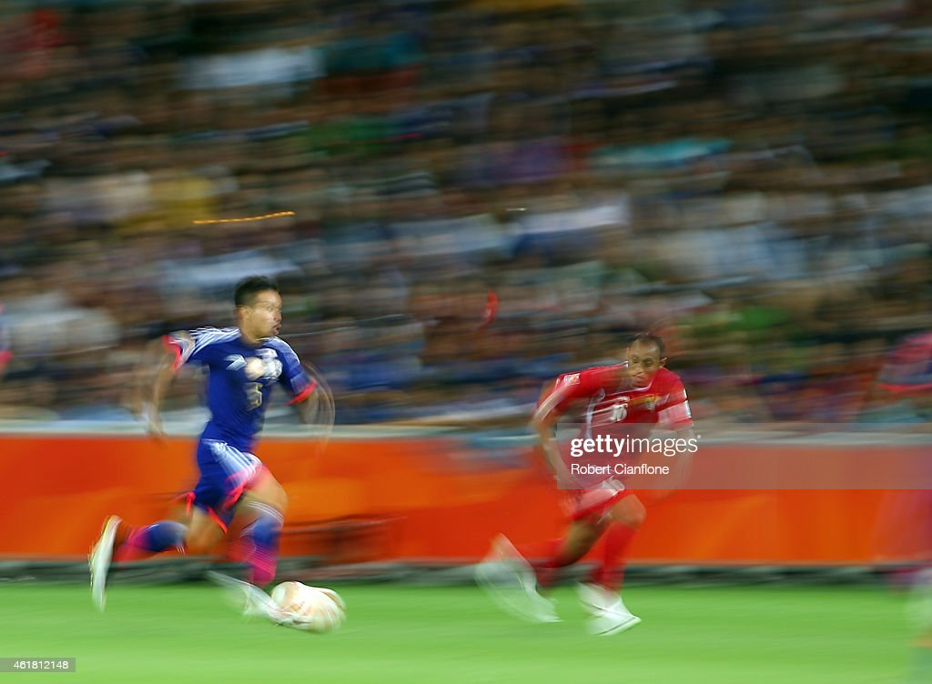 <a gi-track='captionPersonalityLinkClicked' href=/galleries/search?phrase=Yuto+Nagatomo&family=editorial&specificpeople=4320811 ng-click='$event.stopPropagation()'>Yuto Nagatomo</a> of Japan is chased by Munther Abu Amarah of Jordan during the 2015 Asian Cup match between Japan and Jordan at AAMI Park on January 20, 2015 in Melbourne, Australia.