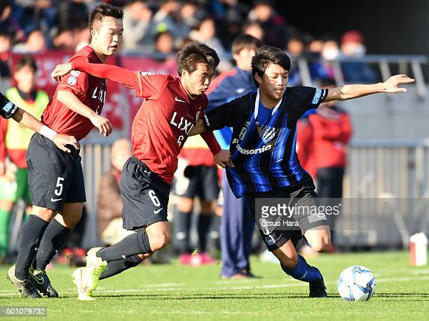 Yuto Osato of Kashima Antlers Youth#6 and Ritsu Doan of Gamba Osaka Youth compete for the ball during the Prince Takamado Trophy All Japan Youth...