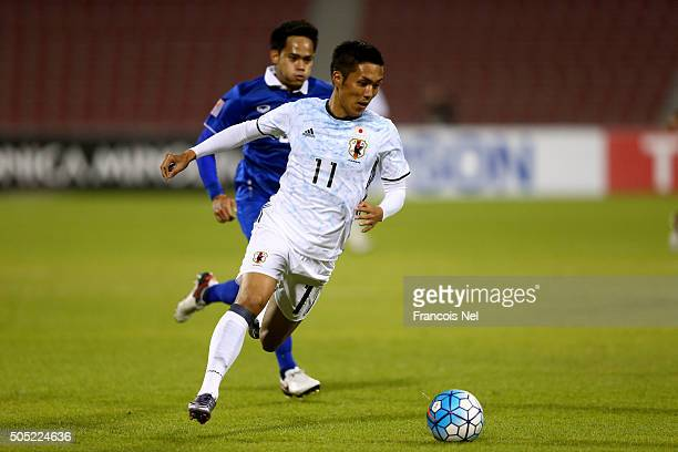 Yuya Kubo of Japan runs with the ball during the AFC U23 Championship Group B match between Thailand and Japan at Grand Hamad Stadium on January 16...