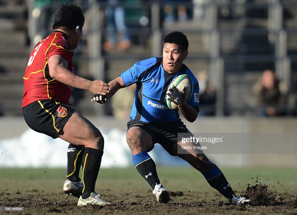 Yuya Noguchi of Wild Knights in action during the Top League Playoff semi final match between Panasonic Wild Knights and Toshiba Brave Lupus at Prince Chichibu Stadium on January 20, 2013 in Tokyo, Japan.