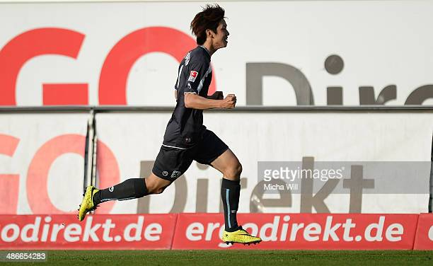 Yuya Osako of Muenchen celebrates after scoring the opening goal during the Second Bundesliga match between Greuther Fuerth and 1860 Muenchen at...
