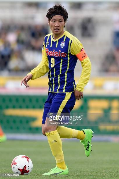 Yuya Yamagishi of Thespa Kusatsu Gunma in action during the JLeague J2 match between Thespa Kusatsu Gunma and FC Gifu at Shoda Shoyu Stadium on May 3...