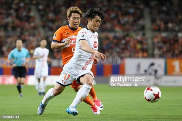 Yuzo Iwakami of Omiya Ardija and Ryohei Yamazaki of Albirex Niigata during the JLeague J1 match between Albirex Niigata and Omiya Ardija at Denka Big...
