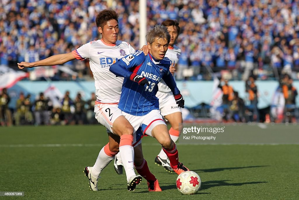Yuzo Kobayashi (R) of Yokohama F.Marinos and Hwang Seok Ho of Sanfrecce Hiroshima compete for the ball during the 93rd Emperor's Cup final between Yokohama F.Marinos and Sanfrecce Hiroshima at the National Stadium on January 1, 2014 in Tokyo, Japan.