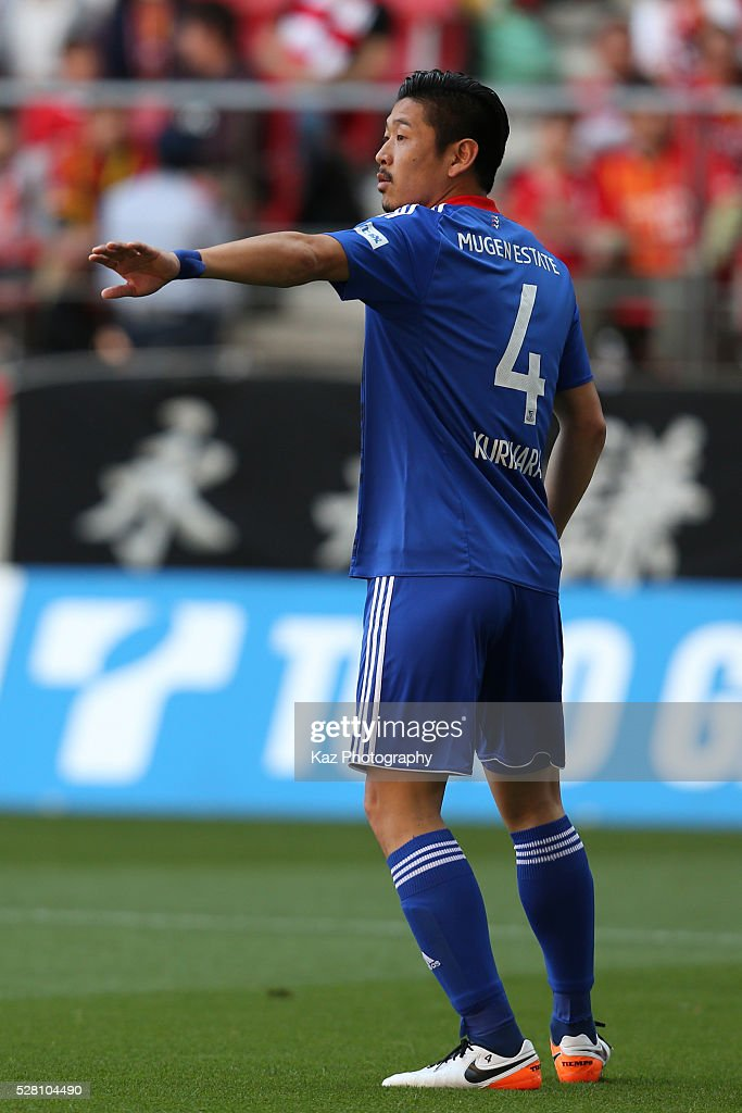 <a gi-track='captionPersonalityLinkClicked' href=/galleries/search?phrase=Yuzo+Kurihara&family=editorial&specificpeople=1546163 ng-click='$event.stopPropagation()'>Yuzo Kurihara</a> of Yokohama F.Marinos in action during the J.League match between Nagoya Grampus and Yokohama F.Marinos at the Toyota Stadium on May 4, 2016 in Toyota, Aichi, Japan.