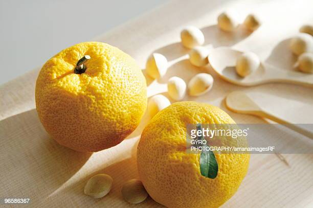 Yuzu citron and nuts