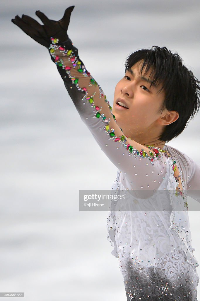 Yuzuru Hanyu of Japan competes in the Mens Free Skating event during day two of Trophee Eric Bompard ISU Grand Prix of Figure Skating 2013/2014 at the Palais Omnisports de Bercy on November 16, 2013 in Paris, France.