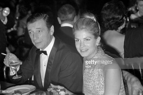 Yves Montand and Candice Bergen at the premiere of 'Vivre pour Vivre' of Claude Lelouch Paris 1967 HA180432