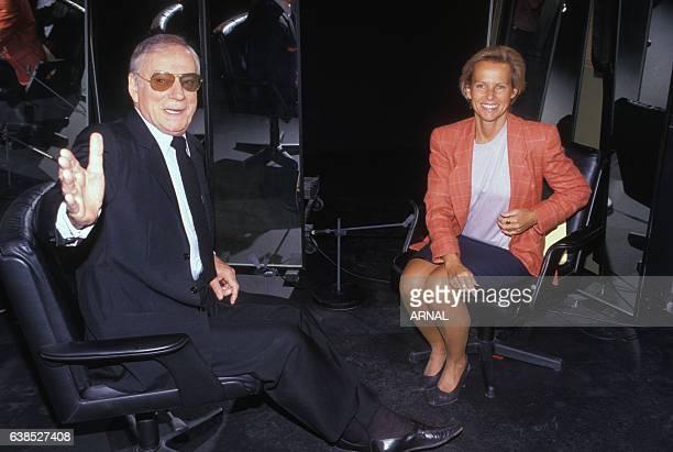 Yves Montand invité de Christine Ockrent dans l'émission télévisée 'Qu'avezvous fait de vos 20 ans' en septembre 1990 à Paris France