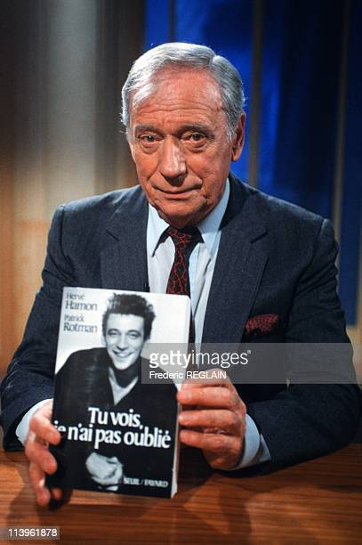 Yves Montand presents his Biography In Paris France On September 27 1990French actor Yves Montand presents his biography at TV show 'ExLibris'