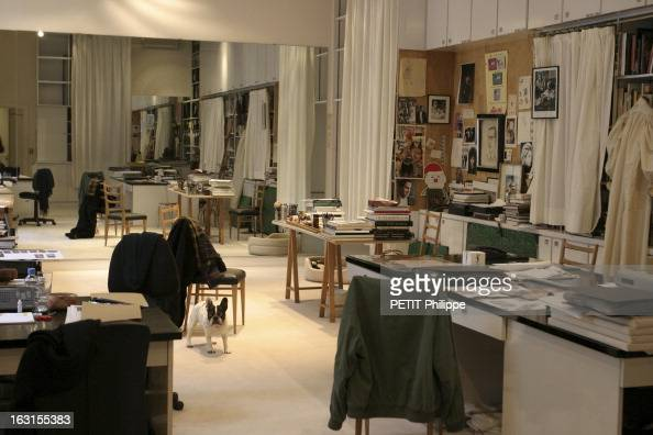 Yves saint laurent fashion designer stock photos and for Bureau yves saint laurent