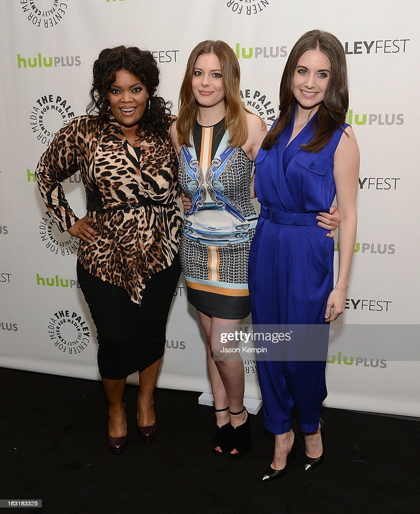Alison brie yvette nicole brown gillian jacobs community 3