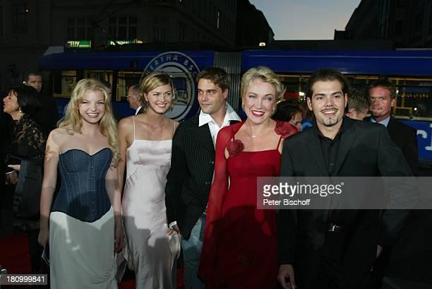Yvonne Catterfeld Nina Bott Daniel Wiemer Lisa Riecken Daniel Fehlow Verleihung 'Goldene Henne 2002' Berlin Deutschland Europa 'Friedrichstadtpalast'