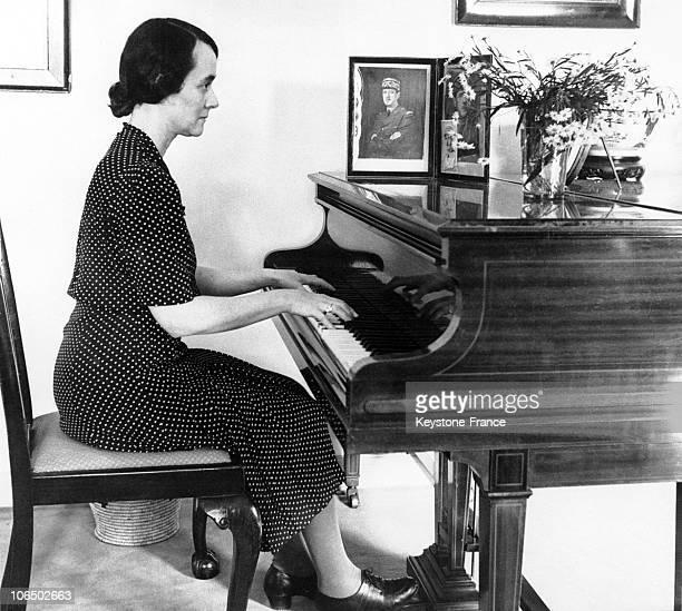 Yvonne De Gaulle Playing Piano In Berkhamstead 1942