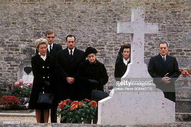Yvonne De Gaulle With Son Admiral Philippe De Gaulle And Grandson Jean De Gaulle On Left On The Tomb Of General De Gaulle With General Alain De...