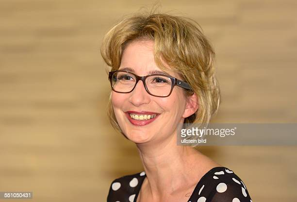 Yvonne WILLICKS TVEntertainer