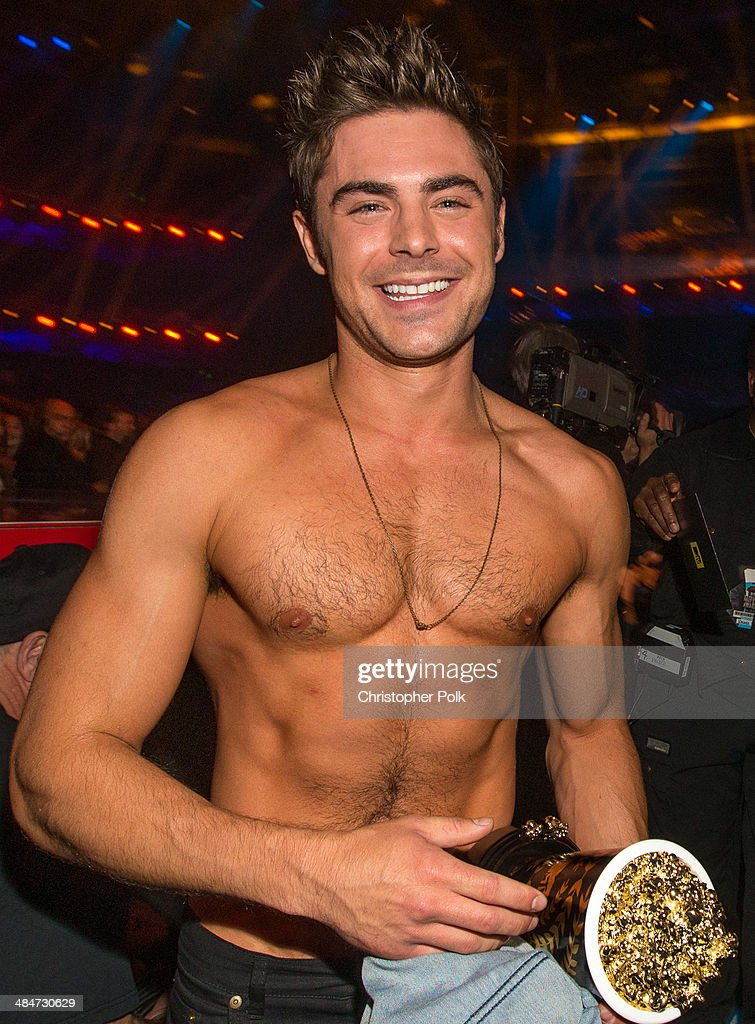 Zac Efron (holding the Best Shirtless Performance award for 'That Awkward Moment') attends the 2014 MTV Movie Awards at Nokia Theatre L.A. Live on April 13, 2014 in Los Angeles, California.