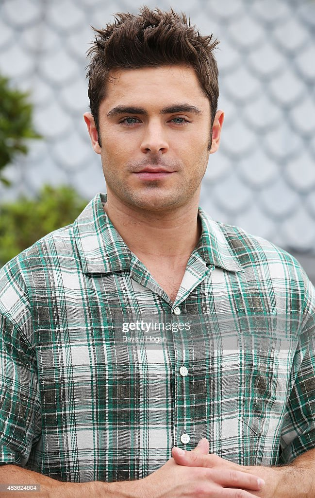 Zac Efron poses at the 'We Are Your Friends' photocall at the Cor... Show more - zac-efron-poses-at-the-we-are-your-friends-photocall-at-the-corinthia-picture-id483624604