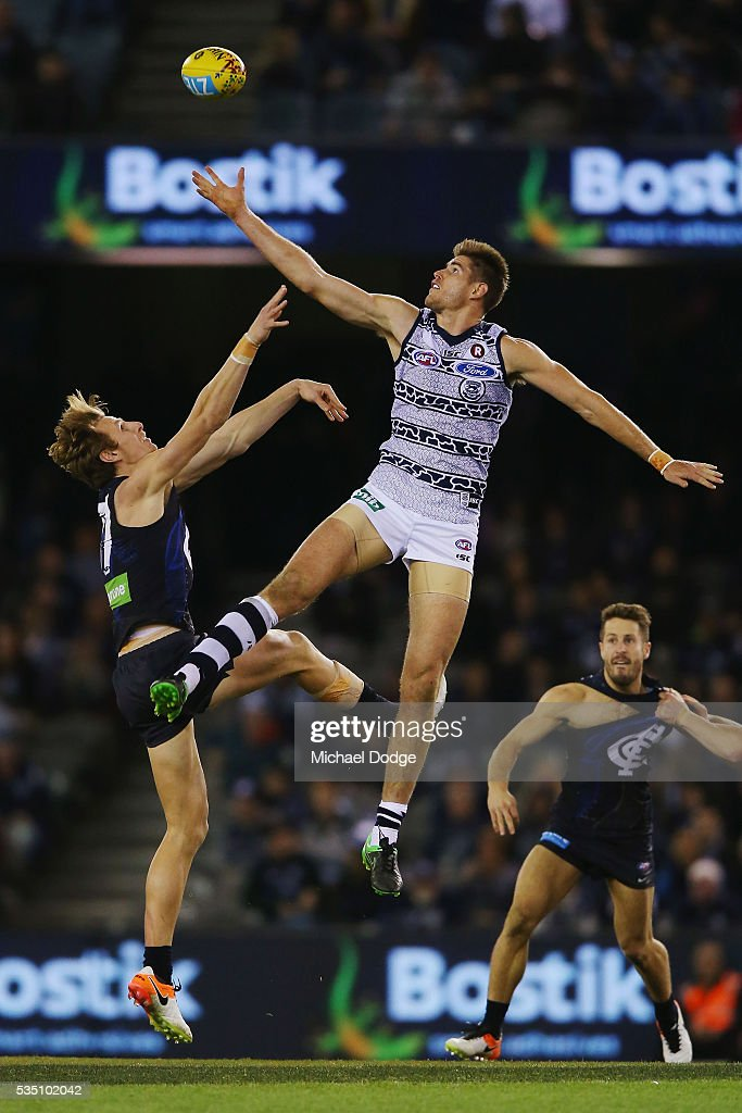 <a gi-track='captionPersonalityLinkClicked' href=/galleries/search?phrase=Zac+Smith+-+Australian+Rules+Football+Player&family=editorial&specificpeople=10555046 ng-click='$event.stopPropagation()'>Zac Smith</a> of the Cats taps the ball over Daniel Gorringe of the Blues during the round 10 AFL match between the Carlton Blues and the Geelong Cats at Etihad Stadium on May 29, 2016 in Melbourne, Australia.
