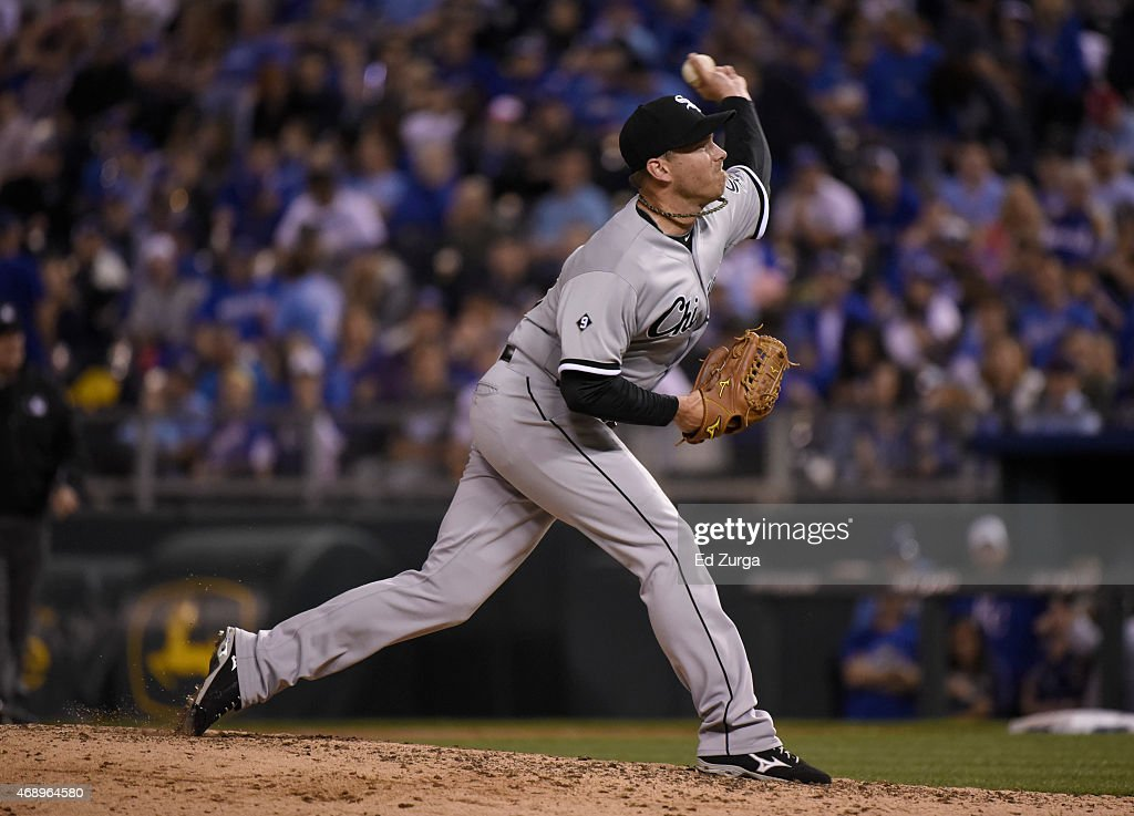 Zach Duke #33 of the Chicago White Sox throws in the seventh inning against the Kansas City Royals on April 8, 2015 at Kauffman Stadium in Kansas City, Missouri.