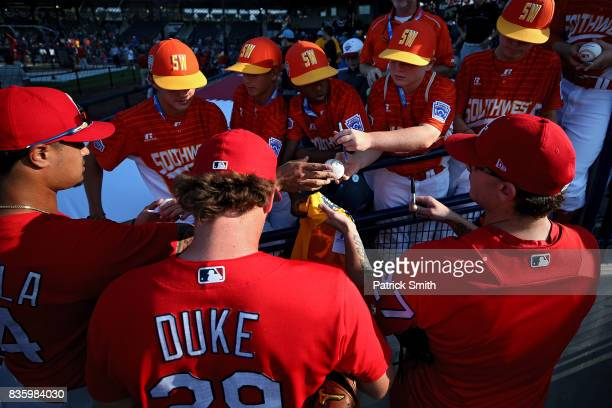 Zach Duke of the St Louis Cardinals and teammates sign autographs for Little League players before playing against the Pittsburgh Pirates in the...