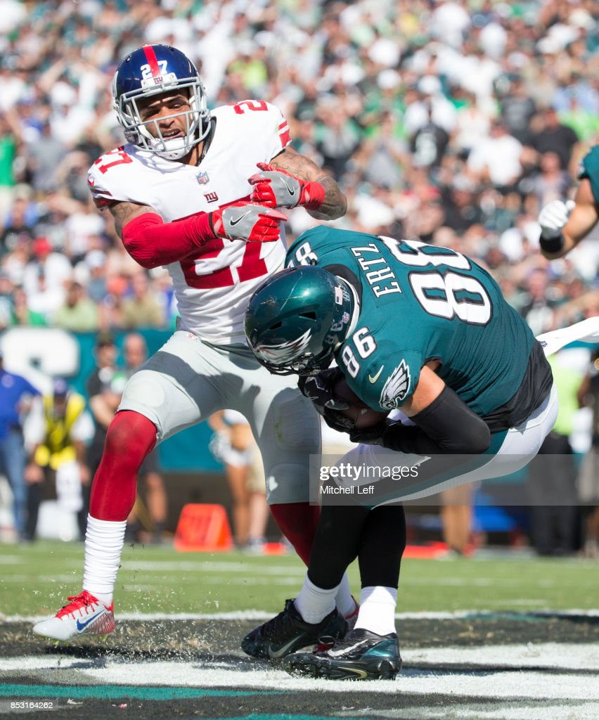 Zach Ertz #86 of the Philadelphia Eagles catches a touchdown against Darian Thompson #27 of the New York Giants in the third quarter at Lincoln Financial Field on September 24, 2017 in Philadelphia, Pennsylvania. The Eagles defeated the Giants 27-24.