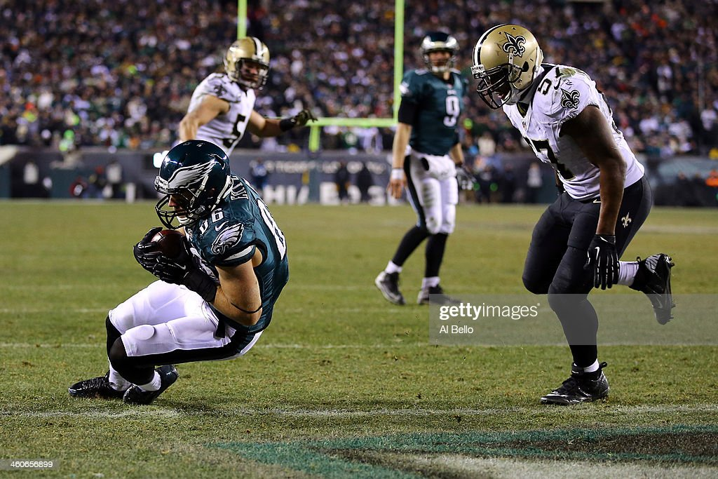 Zach Ertz #86 of the Philadelphia Eagles scores a 3 yard touchdown pass from Nick Foles #9 in the fourth quarter against the New Orleans Saints to take the lead 24-23 during their NFC Wild Card Playoff game at Lincoln Financial Field on January 4, 2014 in Philadelphia, Pennsylvania.