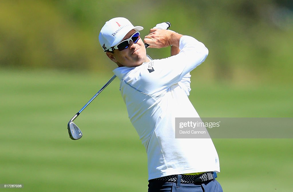 Zach Johnson of the United States hits his approach shot on the second hole during the second round of the World Golf ChampionshipsDell Match Play at...