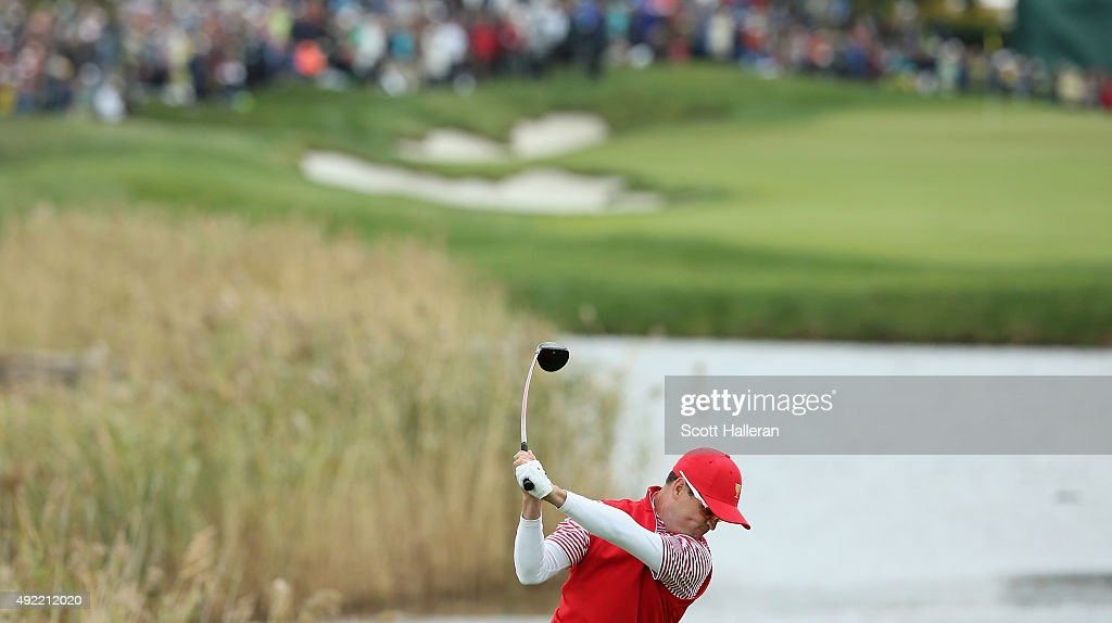 Zach Johnson of the United States Team hits his tee shot on the 14th hole during the Sunday singles matches at The Presidents Cup at Jack Nicklaus Golf Club Korea on October 11, 2015 in Songdo IBD, Incheon City, South Korea.