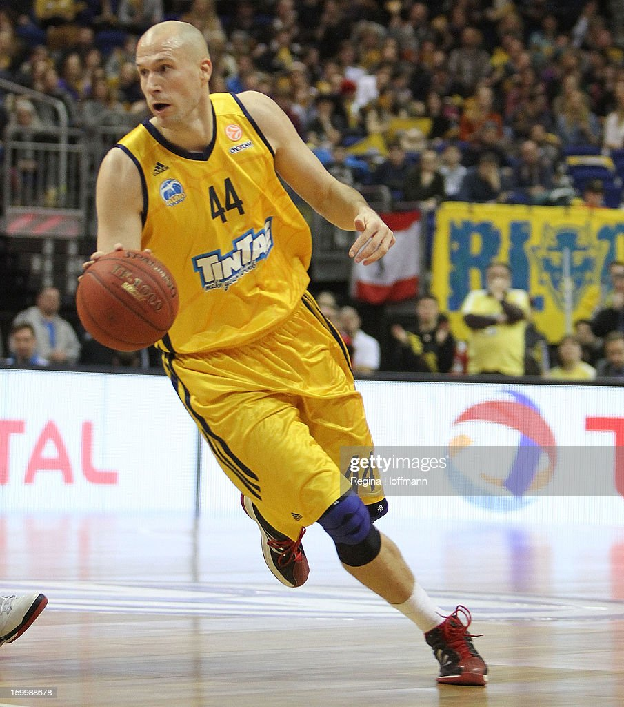 <a gi-track='captionPersonalityLinkClicked' href=/galleries/search?phrase=Zach+Morley&family=editorial&specificpeople=213554 ng-click='$event.stopPropagation()'>Zach Morley</a>, #44 of Alba Berlin in action during the 2012-2013 Turkish Airlines Euroleague Top 16 Date 5 between Alba Berlin v Brose Baskets Bamberg at O2 World on January 24, 2013 in Berlin, Germany.