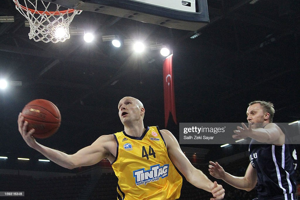 <a gi-track='captionPersonalityLinkClicked' href=/galleries/search?phrase=Zach+Morley&family=editorial&specificpeople=213554 ng-click='$event.stopPropagation()'>Zach Morley</a> #44 of Alba Berlin in action during the 2012-2013 Turkish Airlines Euroleague Top 16 Date 3 between Anadolu EFES Istanbul v Alba Berlin at Abdi Ipekci Sports Arena on January 11, 2013 in Istanbul, Turkey.