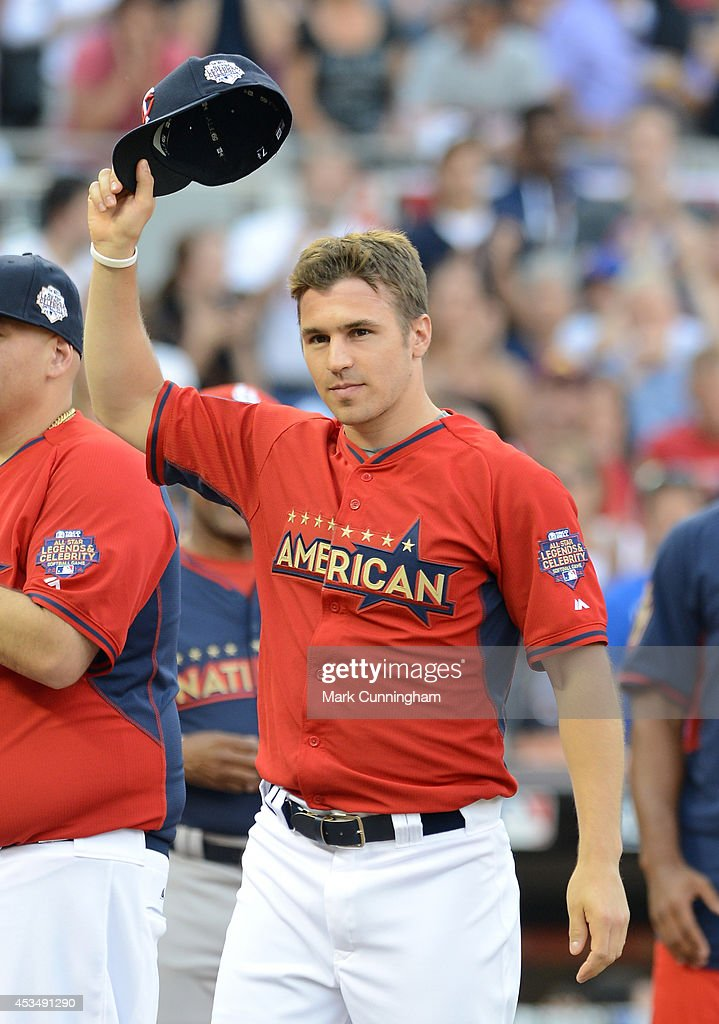 Zach Parise of the Minnesota Wild tips his hat to the crowd during the 2014 Taco Bell MLB All-Star Legends & Celebrity Softball Game at Target Field on July 13, 2014 in Minneapolis, Minnesota.