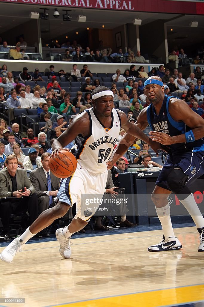 Zach Randolph #50 of the Memphis Grizzlies drives to the basket against Erick Dampier #25 of the Dallas Mavericks during the game at the FedExForum on March 31, 2010 in Memphis, Tennessee. The Mavs won 106-102.