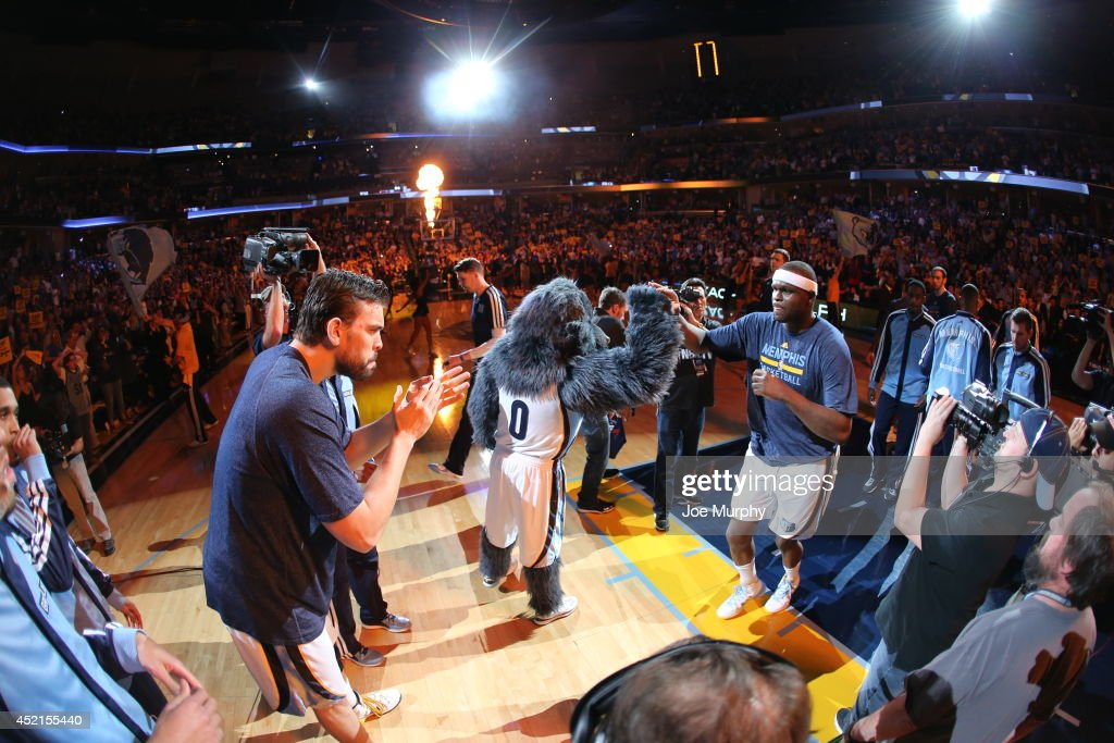 <a gi-track='captionPersonalityLinkClicked' href=/galleries/search?phrase=Zach+Randolph&family=editorial&specificpeople=201595 ng-click='$event.stopPropagation()'>Zach Randolph</a> #50 of the Memphis Grizzlies warms up against the Oklahoma City Thunder before Game Six of the Western Conference Quarterfinals during the 2014 NBA Playoffs on May 3, 2014 at FedExForum in Memphis, Tennessee.