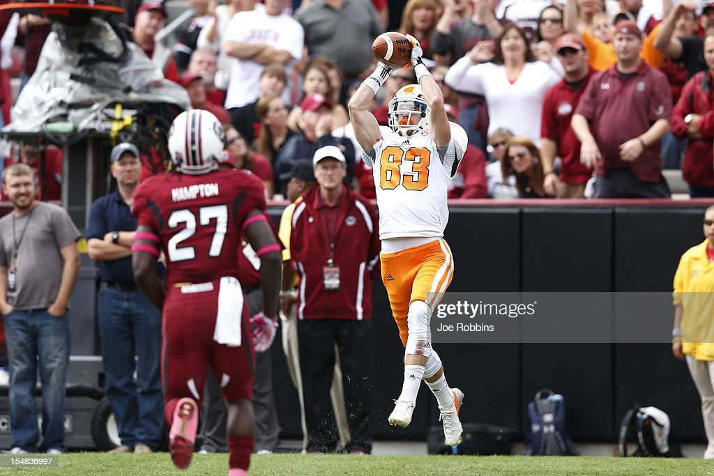 Zach Rogers #83 of the Tennessee Volunteers catches a 7-yard touchdown in the first quarter against the South Carolina Gamecocks during the game at Williams-Brice Stadium on October 27, 2012 in Columbia, South Carolina.
