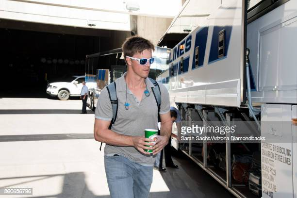Zack Greinke of the Arizona Diamondbacks boards the bus to Los Angeles for the National League Division Series against the Los Angeles Dodgers at...
