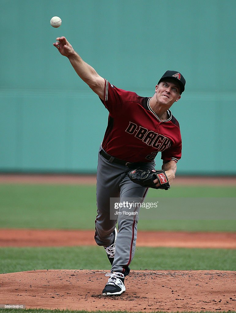 Zack Greinke #21 of the Arizona Diamondbacks throws against the Boston Red Sox in the first inning at Fenway Park on August 14, 2016 in Boston, Massachusetts.