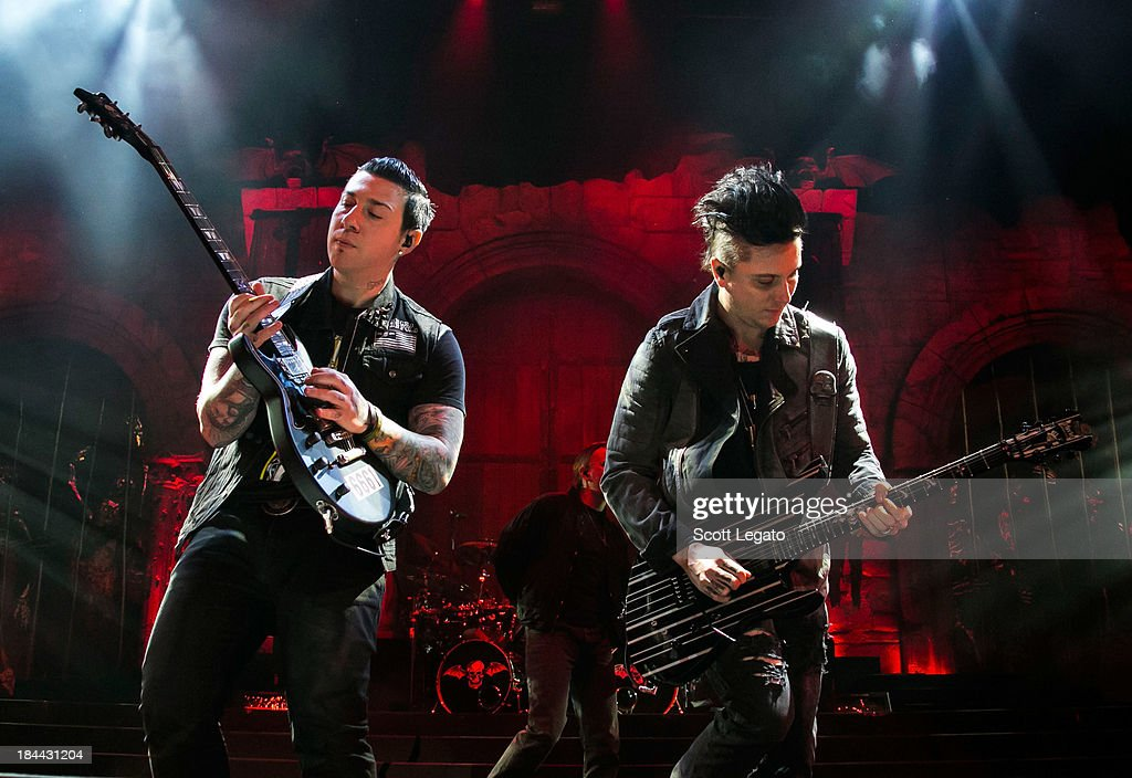 <a gi-track='captionPersonalityLinkClicked' href=/galleries/search?phrase=Zacky+Vengeance&family=editorial&specificpeople=558725 ng-click='$event.stopPropagation()'>Zacky Vengeance</a> (L) and <a gi-track='captionPersonalityLinkClicked' href=/galleries/search?phrase=Synyster+Gates&family=editorial&specificpeople=558724 ng-click='$event.stopPropagation()'>Synyster Gates</a> of Avenged Sevenfold performs during the Hail to the King Tour at Joe Louis Arena on October 13, 2013 in Detroit, Michigan.