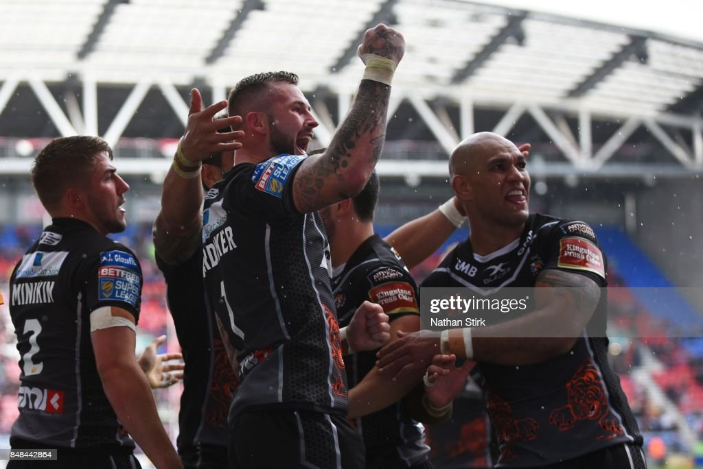 Zak Hardaker of Castleford Tigers celebrates during the Betfred Super League Super 8s Round 6 match between Wigan Warriors and Castleford Tigers at DW Stadium on September 17, 2017 in Wigan, England.