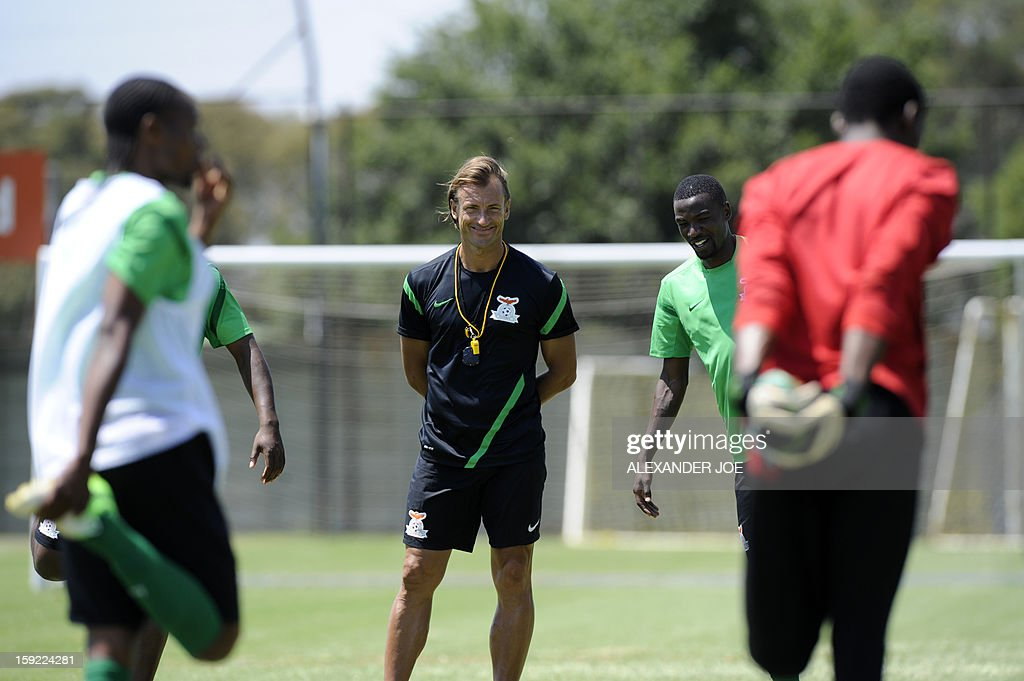 Zambia's coach Hervé Renard (C) takes part in a training session in Johannesburg on January 10, 2013 as part of the preparation for the football Africa Cup of Nations (CAF) 2013. Zambia, the defending African Champions, will participate in the CAF 2013 that will take place in South Africa from January 19 to February 10.