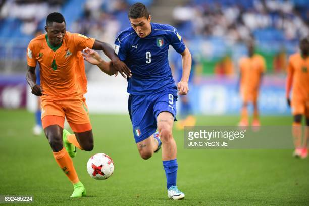 Zambia's defender Muchindu Muchindu and Italy's forward Andrea Favilli compete for the ball during the U20 World Cup quarterfinal football match...