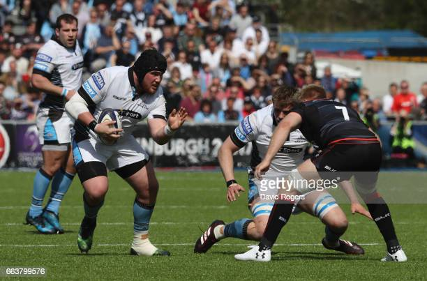 Zander Fagerson of Glasgow takes on Jackson Wray during the European Rugby Champions Cup match between Saracens and Glasgow Warriors at the Allianz...