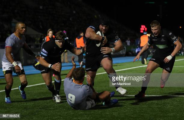 Zander Fagerson of Glasgow Warriors runs through to score his team's fourth try during the Glasgow Warriors and Southern Kings Guinness Pro 14 match...