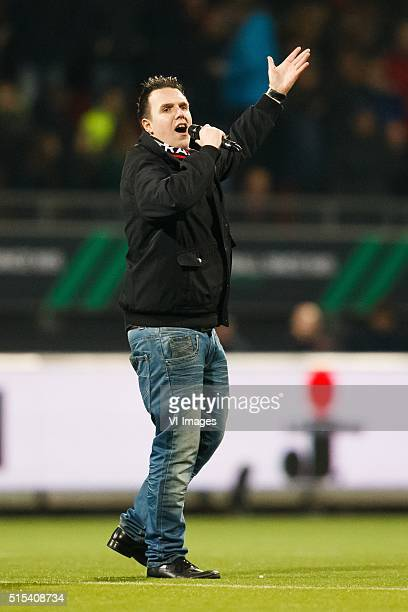 Zanger Henk Jan Tangenberg zingt zaterdag in de rust van Excelsior FC Groningen het nieuwe Excelsiorlied Kralingse Trots Dit lied op de melodie van...